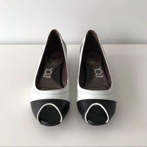 NWT Krem Ballerina Peep Toe Flats, Black and White